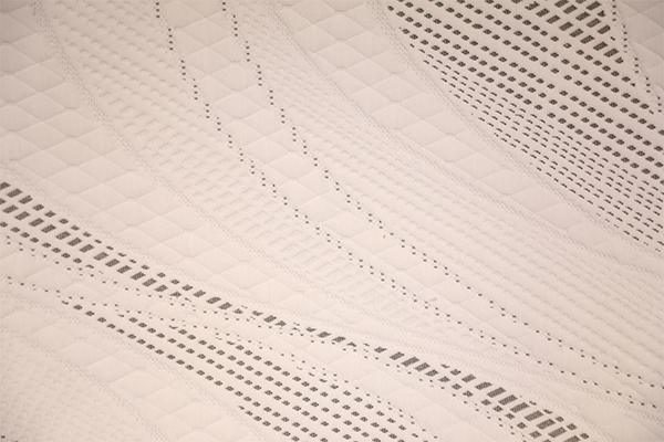 Capa de aire tricotada aerodinámica en blanco y negro