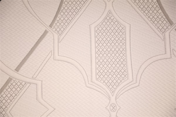 La corteza marrón pide una capa de aire tejida de doble cara